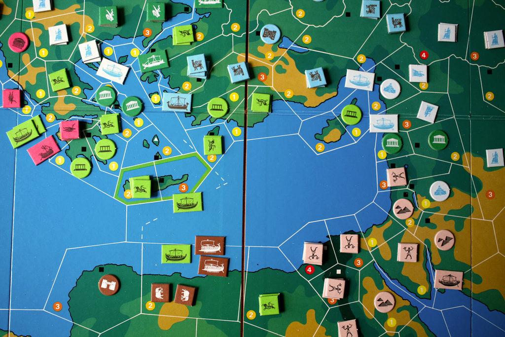 Kähinää itäisellä Välimerellä. Kuva: Board Game Geek / moujamou.